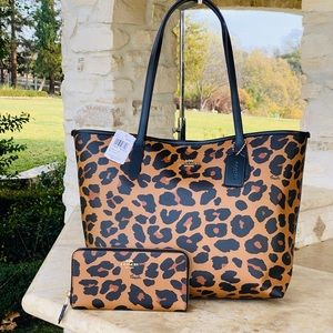NWT Coach reversible leopard tore&large wallet